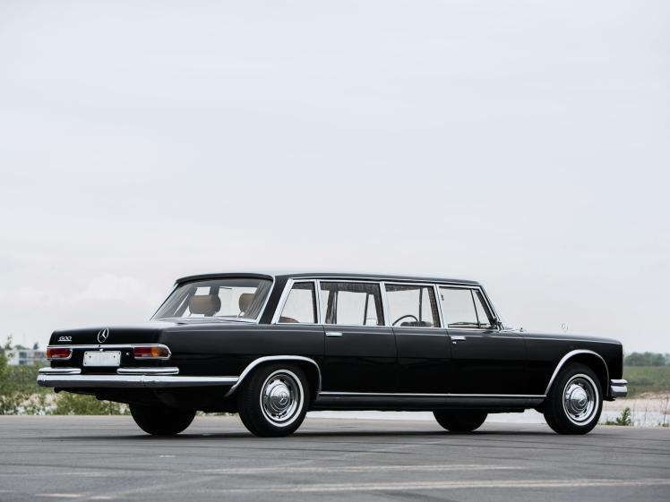 mercedes-benz_600_4-door_pullman_limousine_4