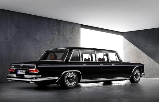 mercedes-benz_600_6-door_pullman_limousine_1