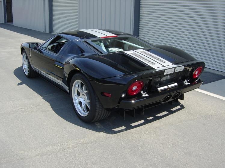 2005 Ford GT (rear)