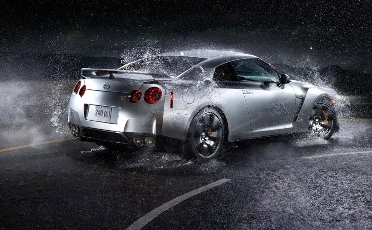 Nissan Skyline GTR (rear)