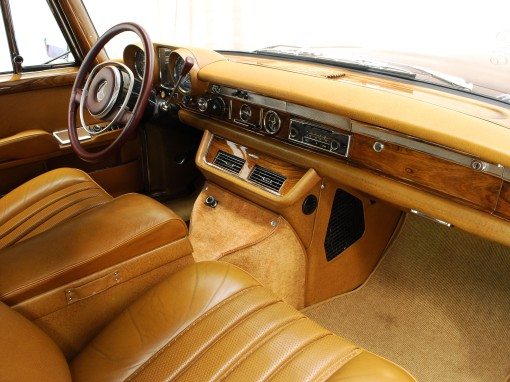 1970 Mercedes-Benz 600 SWB (interior)