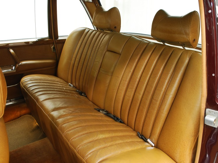 1970 Mercedes-Benz 600 SWB (interior - rear)