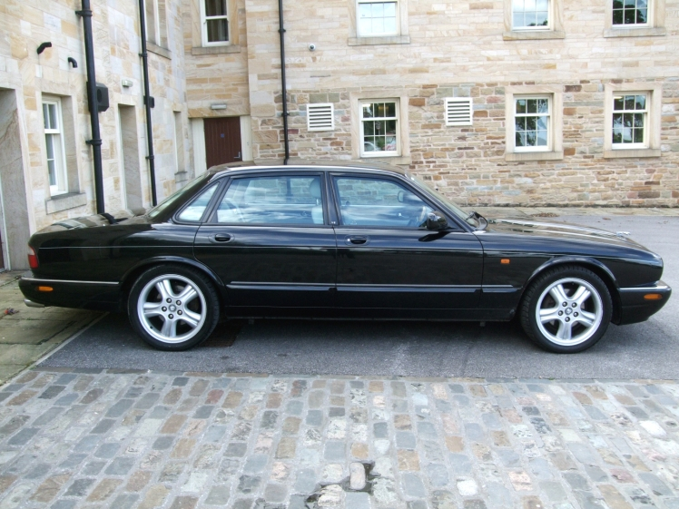 Jaguar XJR (rear)