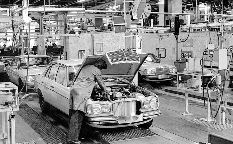 Mercedes Benz W123 assembly line