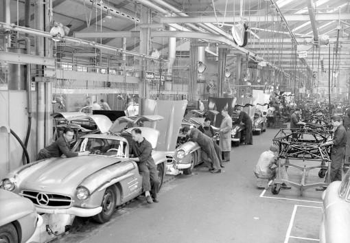 Mercedes Benz 300SL assembly line