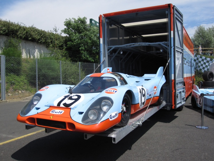 Mercedes 0317 Porsche Transporter
