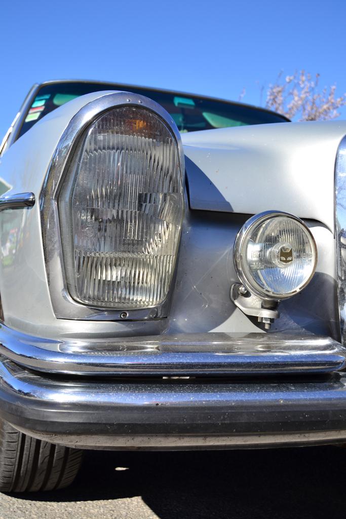 Mercedes Benz W108 Sedan (headlight)