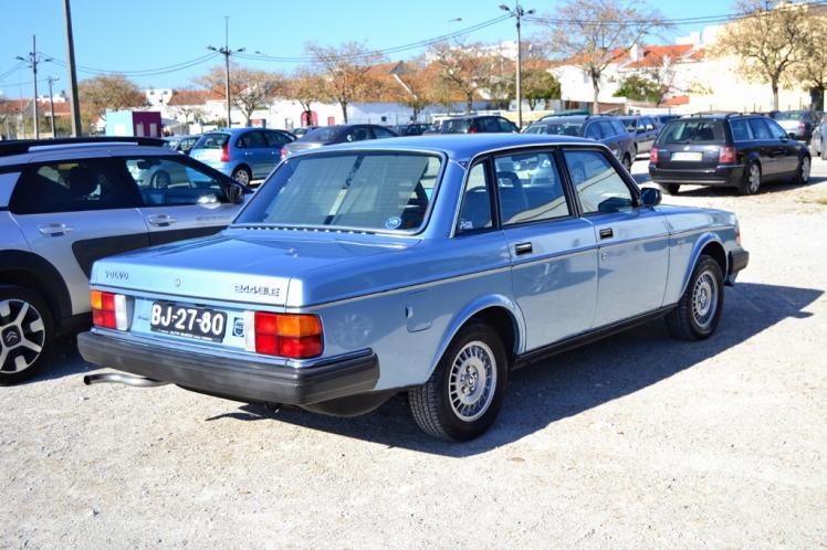 Volvo 244 (rear)