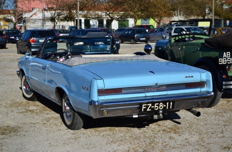 1964 Pontiac GTO Convertible (rear)