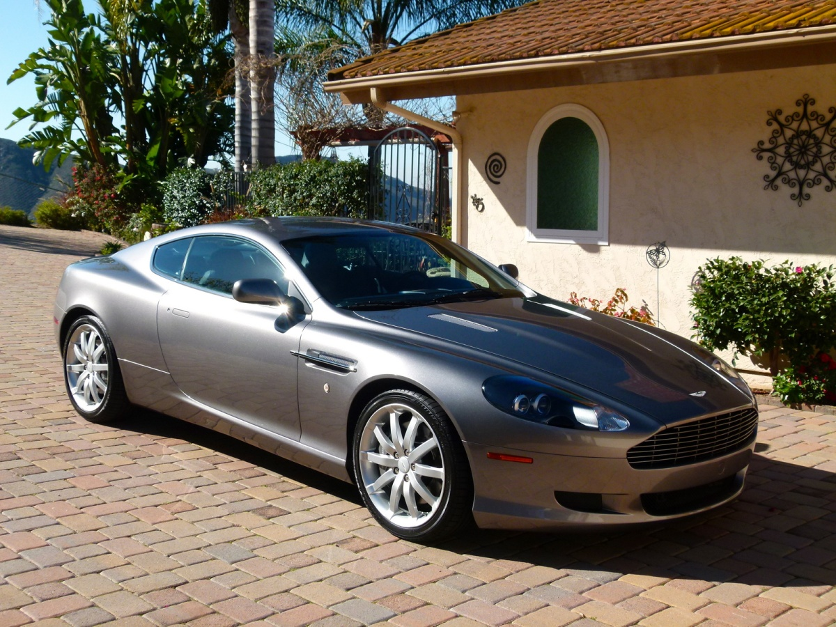 Putting a Price on Glamour – The Aston Martin DB7 and DB9