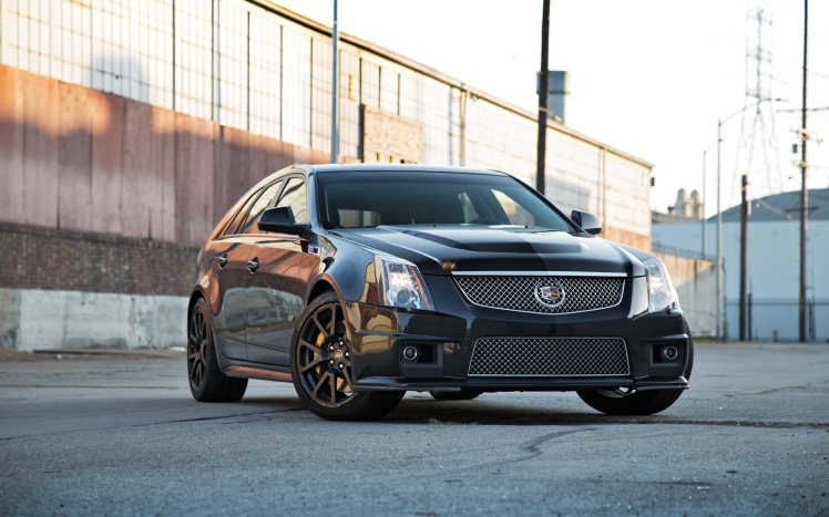 2011-cadillac-cts-v-sport-wagon-front-three-quarter-2