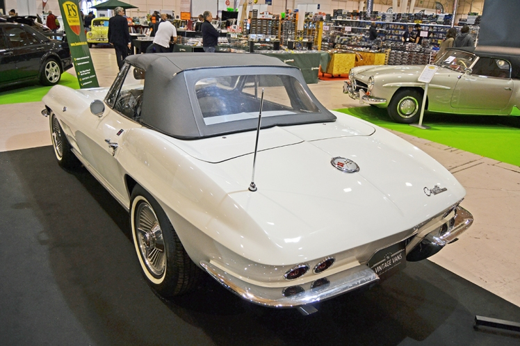 Chevrolet Corvette Stingray Convertible (rear)