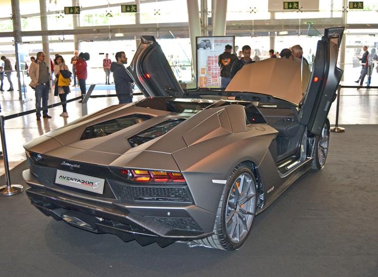 Lamborghini Aventador S Roadster (rear)