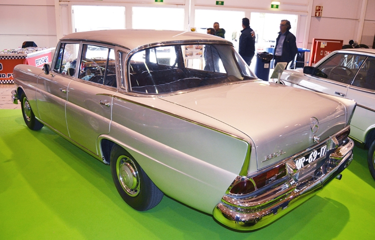 Mercedes 220 Heckflosse (rear)