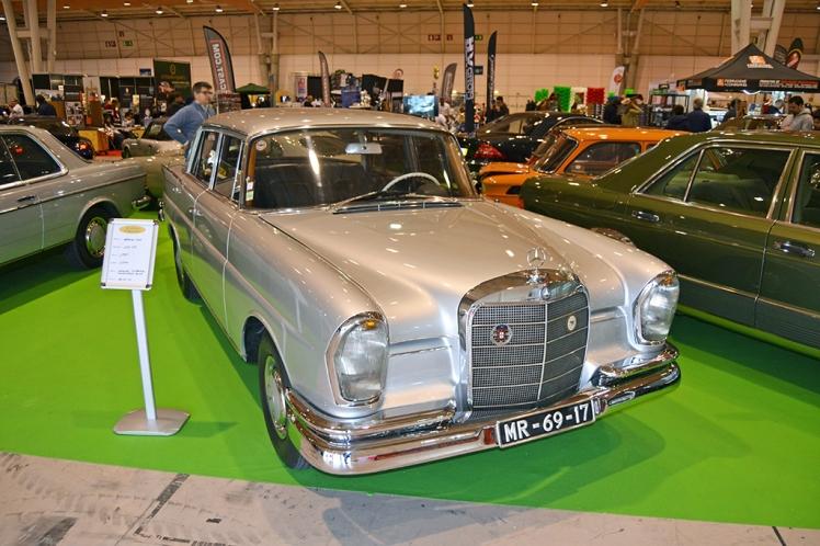 Mercedes 220 Heckflosse