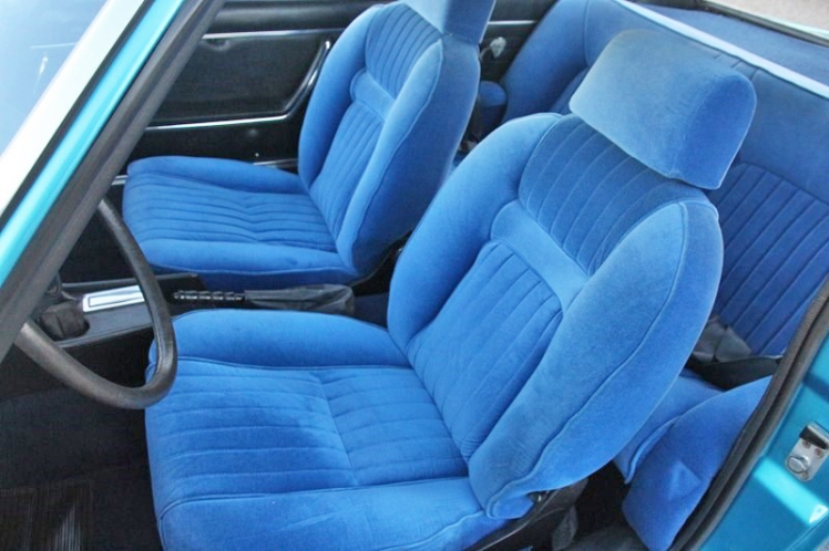 Peugeot 504 Coupe (interior)