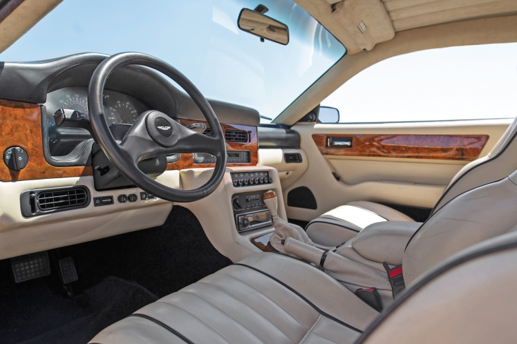 Aston Martin Virage (interior)