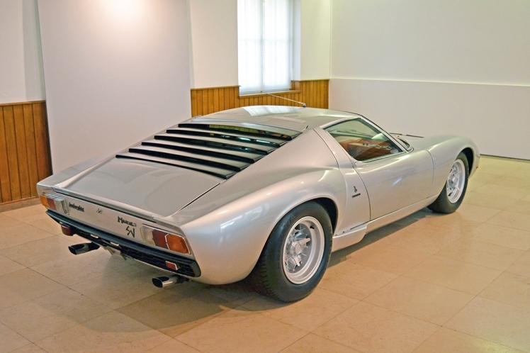 Lamborghini Miura SV (4)