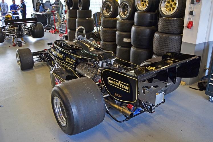 Lotus 77 (2)